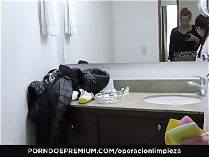 OPERACION LIMPIEZA lesbian tribbing with super-fucking-hot maid