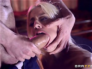Monster manmeat slides into sweet gash hole of Jessie Volt