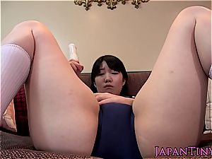 ultra-cute asian makes her all-natural snatch dousing raw