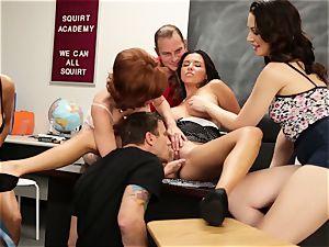 Veronica Avluv displays hot chicks how to burst
