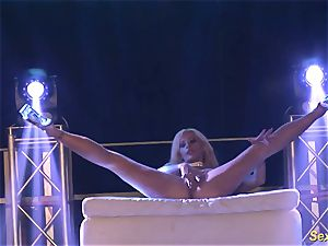 insatiable flexi stepmom naked on stage