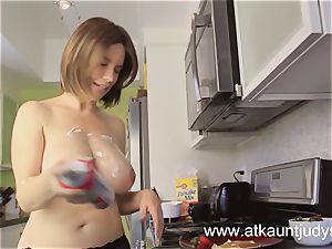 Kelly Capone makes breakfast as it should be.