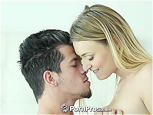 Natalia Starr railing her lover's manmeat