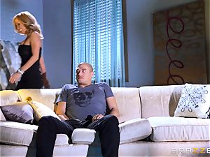 milf Parker Swayze steals her daughters-in-law beau