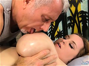 plus-size Nikky nastier sated by a masseuse