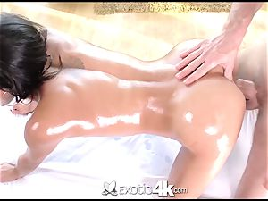 Exotic4k Chloe Amour massage nail and spunk load
