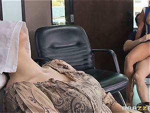 Hairdresser Rachel Starr catches a huge cumload