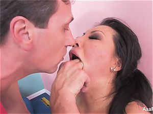 asian superstar Asa Akira gets an anal spreading