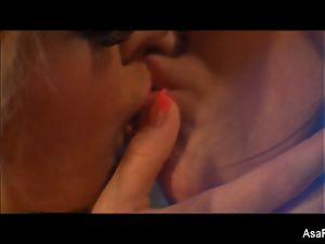 lezzie 3way with Asa Akira, London Keyes,