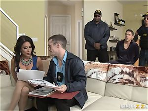 Criminals wifey Jessica Jaymes humped by a red-hot cop