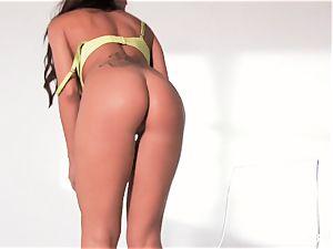 buxom dark haired Capri Cavanni works her raw muff