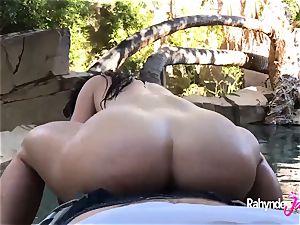 Rahyndee backyard pool side pov humping