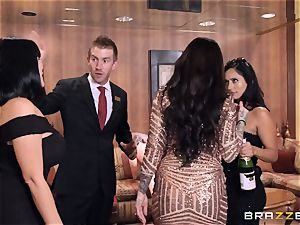 wonderful hen India Summers smashes the concierge