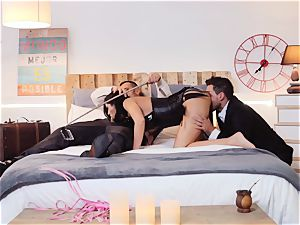 LOS CONSOLADORES - Julia De Lucia screwed in foursome