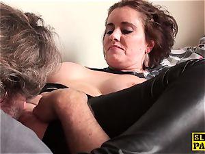 honeypot ate brit mature fingers her muff