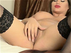 Cinthia damsel masturbates in sexy black pantyhose