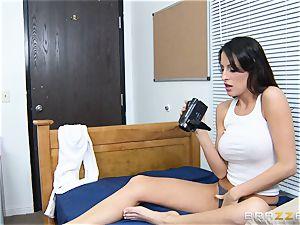 Kortney Kane nails her roomies bf